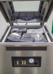 Ein Kammervakuumierer wird auch in professionellen Küchen eingesetzt